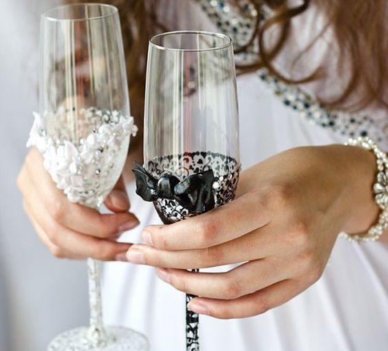 Nowoczesne kieliszki weselne do szampana